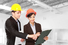 male-female-architect-construction-site-team-meeting-42067366